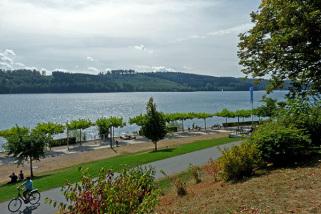 Die Seen im Sauerland sind ein beliebter Treffpunkt für Zweiradfahrer